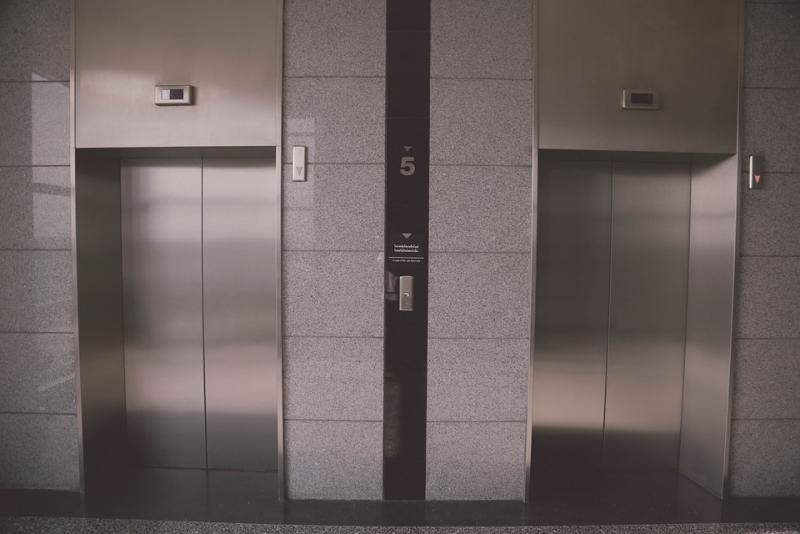 �Qu� hacer si nos quedamos encerrados en un ascensor?