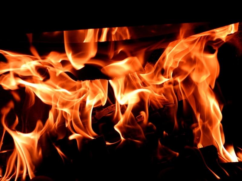 �Qu� hacer si una persona ha sido alcanzada por las llamas en un incendio?