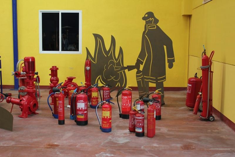 Exhaustiva formaci�n sobre manipulaci�n de equipos de protecci�n contra incendios con gases fluorados como agente extintor