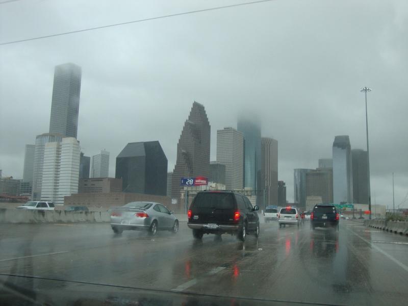 Trucos para conducir bajo la lluvia sin peligro