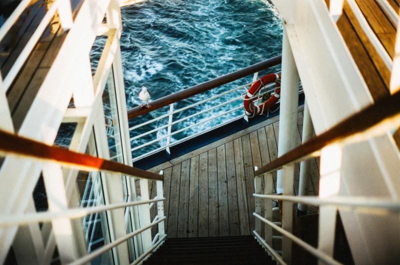�Qu� equipos de seguridad y salvamento deben llevar las embarcaciones de recreo?